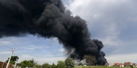 Smoke rises from a fuel depot where a fire broke out, near Vasylkiv in Kiev region, Ukraine, June 9, 2015. Two Ukrainian firemen were missing after the fire they had been battling through the night at a fuel depot outside Kiev triggered a powerful explosion, Interior Minister Arsen Avakov said on Tuesday. At least sixteen tanks, most of them storing petrol, were on fire and sending a huge pall of smoke over the area surrounding the depot near Vasylkiv, 30 km (19 miles) from Kiev. REUTERS/Valentyn Ogirenko       TPX IMAGES OF THE DAY
