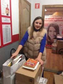 Оксана Мельник відправляє зібрані книги